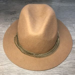 Tan, rim hat with chain